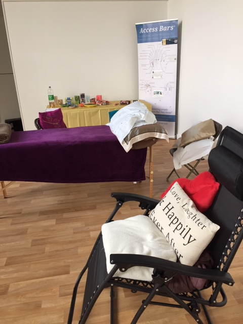 massage table and zero gravity chair set up ready for access bars class